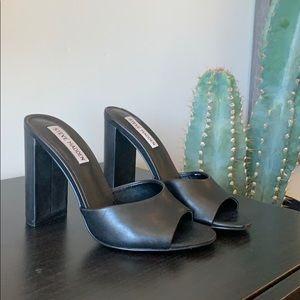 Steve Madden basic black heel